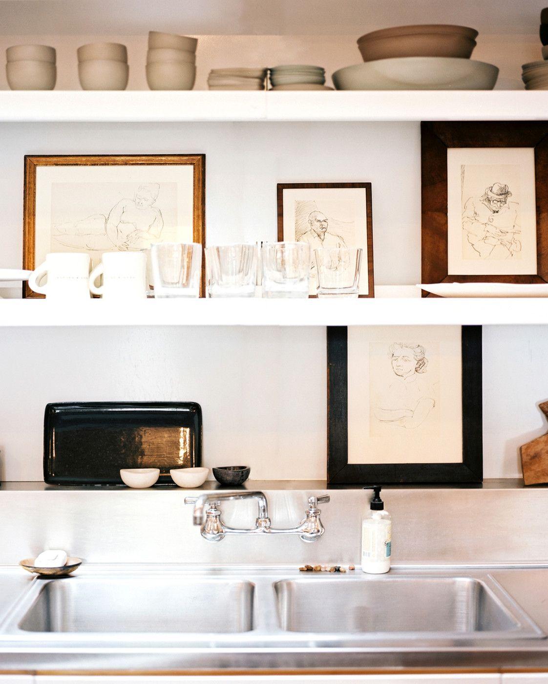 Съвети и идеи за стилни открити кухненски рафтове и стелажи
