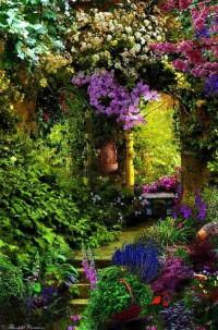 Запленяващото очарование на градинския котидж стил