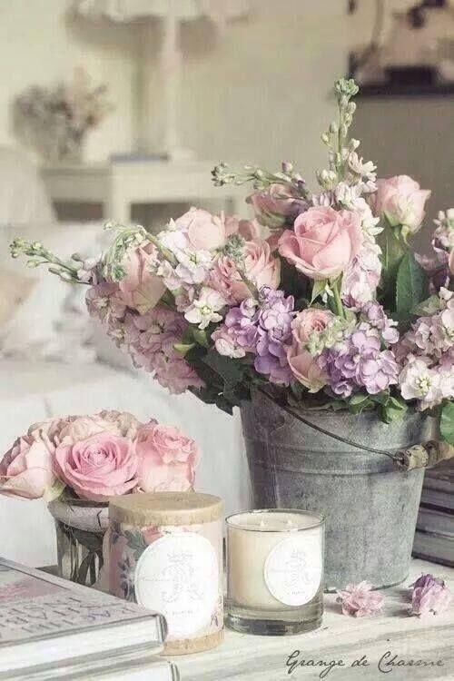 Как да използваме изкуствените цветя като инструмент за дизайн